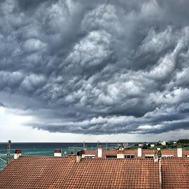 Storm is coming by Jose Maria Vidal Sanz - City,  Street & Park  Vistas ( storm, sony alpha )