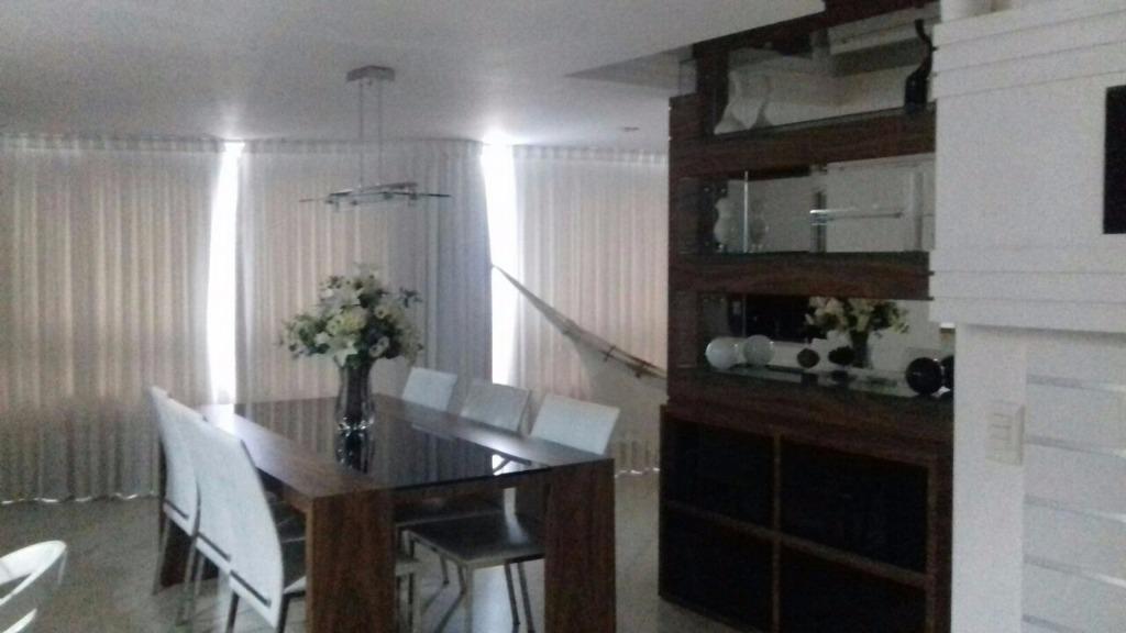 Apto 3 Quartos sendo 1 suite a 150 mts da praia em Balneário Camboriú,Locação Temporada