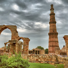 Qutub Minar, New Delhi by Akshay K - Buildings & Architecture Statues & Monuments ( mugal, minaar, historical, qutub, delhi )
