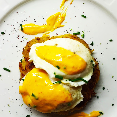 Crab Cake Breakfast + Khaleesi's Hollandaise