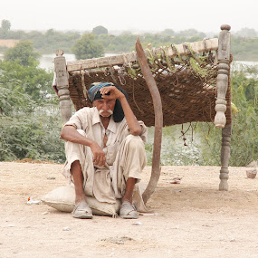 Flood victim, Pakistan by FARAZ AHMED RAJAR - People Portraits of Men ( pakistan, old, victim, flood, 2010, man )