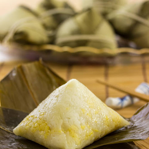 How To Wrap a Pyramid shaped Sticky Rice Dumpling