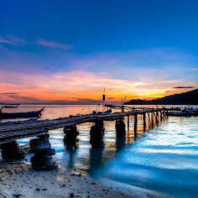 hammerbay by P Hin Cheah - Buildings & Architecture Bridges & Suspended Structures ( hammerbay, penang, bridge, sunrise, boat )