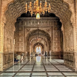 King Masque by Abdul Rehman - Instagram & Mobile iPhone ( pakistan, building, lahore, king masque, mughal architecture, beautiful, architecture, mughal, king, historic, masque )
