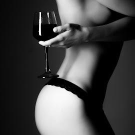 Glass of vine by Lukáš Stehlík - Nudes & Boudoir Boudoir ( body, black and white, vine, glass, butt )