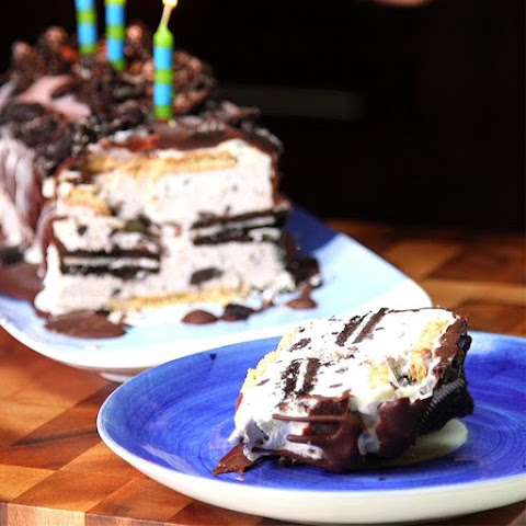 Oreo Ice Cream Cake Is The Ultimate Summer Party Dessert
