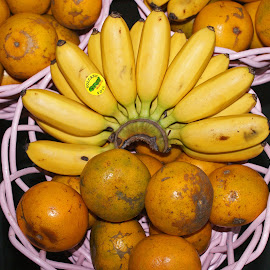 Banana Orange by Mulawardi Sutanto - Food & Drink Fruits & Vegetables ( banana, orange, rempoa, fruit, travel, home )