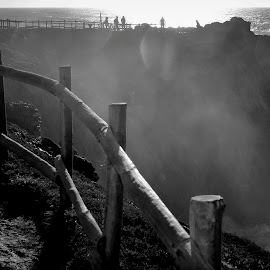 Contraluz by Gil Reis - Black & White Landscapes ( water, nature, sea, places, portugal, people, light )