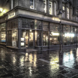 Byrons by Adam Lang - Buildings & Architecture Other Exteriors ( lamps, england, monument, newcastle, byrons, rain )
