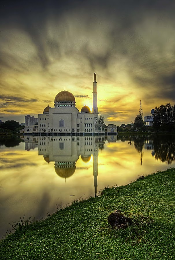 As-Salam Mosque PART II by AdamXery Mukhriz - Landscapes Weather ( hdr waterscape )