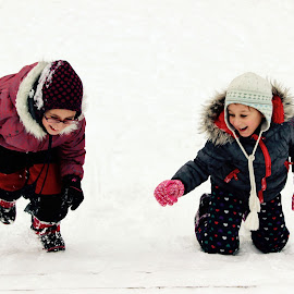 Snow day by Edina Zsarnai - Babies & Children Children Candids ( love, lovely, winter, cold, fress, edina zsarnai, smile, children, happiness, snow, day, laugh, photography, fun,  )