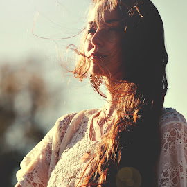 Glorious Day by Molly Chalfin - People Fashion ( hippy )