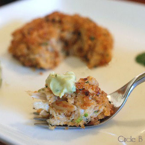 Baked Crab Cakes with Spicy Avocado Sauce