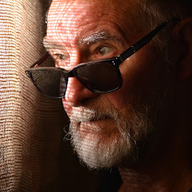 Looking by Alan Rouse - People Portraits of Men ( sackcloth, sunglasses, hard lighting, portrait, man )