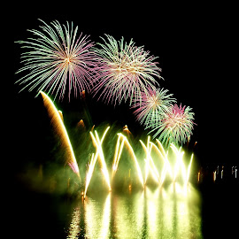 Malta International Fireworks Festival Malta 2015 Valletta by Ruben  Paul - Abstract Fire & Fireworks ( purple, malta, green, fujifilm, valletta, fireworks )
