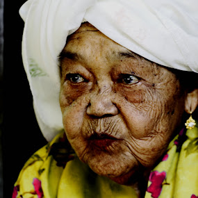 waiting  by Khairur Rijal Pauzi - People Portraits of Women ( photogrphy, lanscape, brand, people, human )