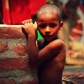 Facing the world  by Prabuddha Samaddar - Babies & Children Children Candids ( love, poverty, peace, children, world )