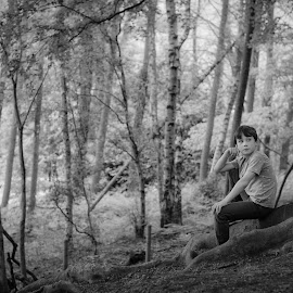 Gabriel in Perry Wood by Dan Horton-Szar ARPS - Babies & Children Child Portraits ( child, monochrome, black and white, family, kent, faversham, boy, perry wood )