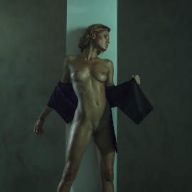 Melancholy by Dmitry Laudin - Nudes & Boudoir Artistic Nude ( studio, pose, light, nude, girl, darkness )