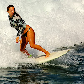 Toute petite surfeuse by Gérard CHATENET - Sports & Fitness Surfing
