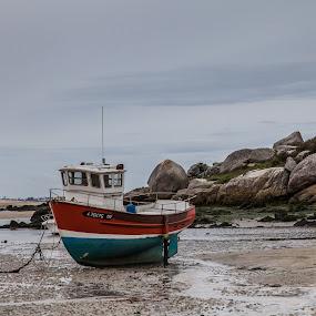 Bretagne by Lieven Lema - Transportation Boats ( canon, roscoff, bretagne, 2012, eos 5d )