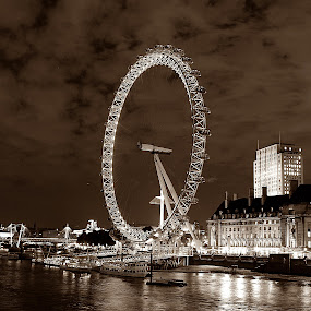 London Eye by Bquavs Photography - Travel Locations Landmarks ( pwclandmarks )