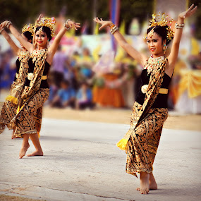 Dance of Indonesia.. by Ian Gledhill - News & Events Entertainment ( silk, indonesia, daning, thailand, asia, festival, dance, culture, entertainment,  )