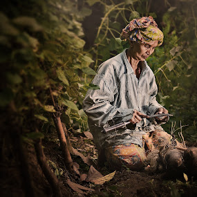 the traditional gardener by Iba  Kakipuqo - People Portraits of Women