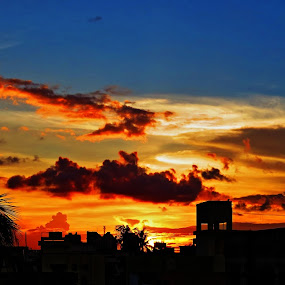 the golden hour by Jayanti Chowdhury - Landscapes Sunsets & Sunrises ( hdr, kolkata, canon sx50, dusk, golden hour )