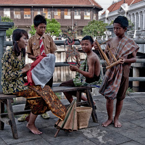 Playing Time by Basuki Mangkusudharma - People Couples ( playing )