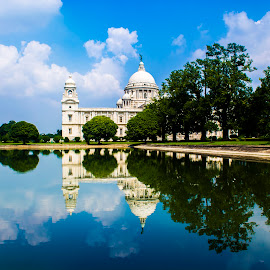 Victoria Memorial Hall, Kolkata by Sandip Mal - Buildings & Architecture Public & Historical ( reflection, sky, kolkata, historical, travel, landscape )