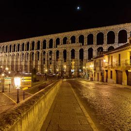 acueducto de segovia by Roberto Gonzalo Romero - City,  Street & Park  Vistas ( segovia, night, acueducto )