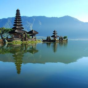 Ulundanu Temple by Yande Ardana - Landscapes Travel ( bali, bedugul, beratan, indonesia, ulundanu )