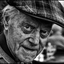 Gezien by Etienne Chalmet - Black & White Portraits & People ( black and white, street, people, man, portrait )