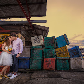 Love is no matter where you are by JO Leong - Wedding Bride & Groom