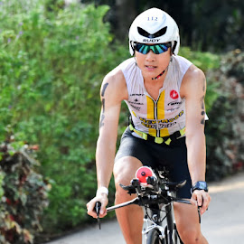 Zebra eyes in Triathlon by Chin KK - Sports & Fitness Cycling ( daytime, cycling, triathlon, zebra, men, shade )