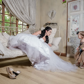 A Little Chit-chat by Matt Stern - Wedding Getting Ready ( wedding photography, gauteng, matt stern photography, wedding, south africa, springs, wedding photographer, henk & elizabeth, die akker )