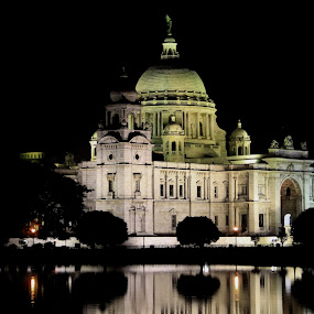 Lady Victoria by Anindya Sengupta - Buildings & Architecture Statues & Monuments