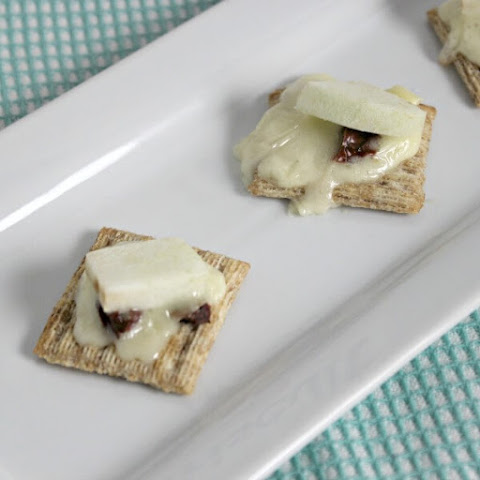 Triscuit Crackers With Apple Brie and Sundried Tomato
