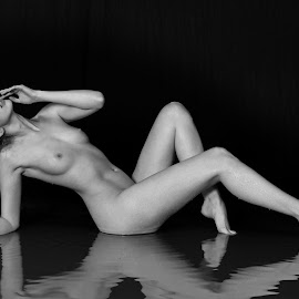 by De Voldoening Henri - Nudes & Boudoir Artistic Nude