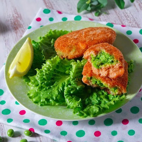 Fish Snacks with green peas