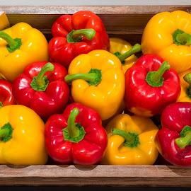 Paprika by Ivan Ivanisevic - Food & Drink Fruits & Vegetables ( virtualtourhr, ivanivanisevic )