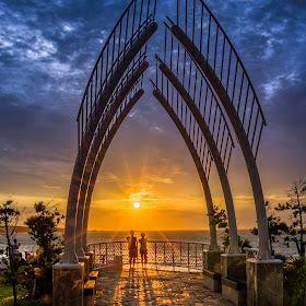104-08-20#1最浪漫的事❤。。。就是與你一起迎著夕陽看海去.jpg