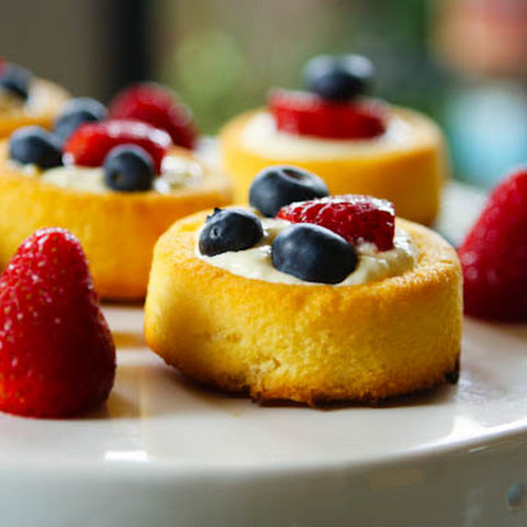 Quick Summer Berry Cakes