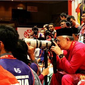 pm najib bersama canon by Khairur Rijal Pauzi - News & Events World Events ( canon, photogrphy, politic, peopel, human )