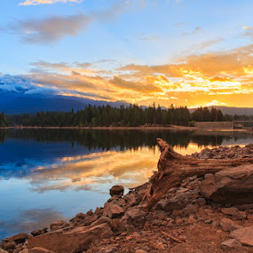Lake Siskiyou Sunrise by Wenjie Qiao - Landscapes Sunsets & Sunrises ( shasta, lake siskiyou, mt. shasta, sunrise )