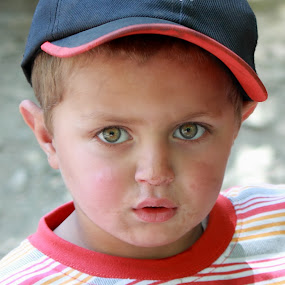 Childhood by Sheraz Mushtaq - People Street & Candids ( child, pakistan, sheraz mushtaq, male, beautiful eyes, childhood, hellosheraz, boy, kid )