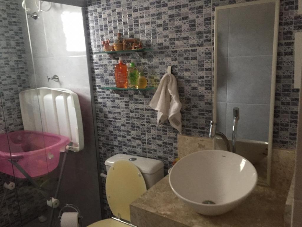 Casa com 3 dormitórios para alugar, 420 m² por R$ 5.000/mês
