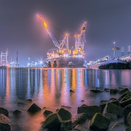 Saipem 7000, second world's biggest crane ship by Henk Smit - Transportation Other
