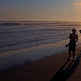 Young photographers by Cristobal Garciaferro Rubio - Landscapes Beaches ( shore, sand, children, sea, boy )